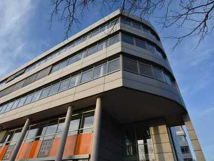 Büroflächen in modernem und markantem Bürogebäude nahe der A4