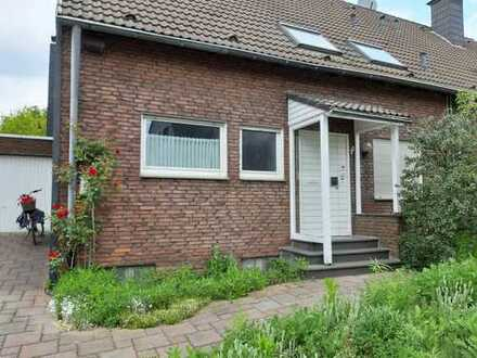 Gepflegte Doppelhaushälfte mit Garten und Garage in bester Lage in Oberhausen Königshardt