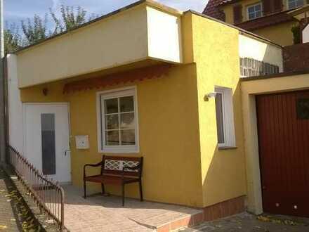 2-Zimmer-Wohnung oder Praxisräume ebenerdig mit Vollholz-Einbauküche in Göppingen-Ost