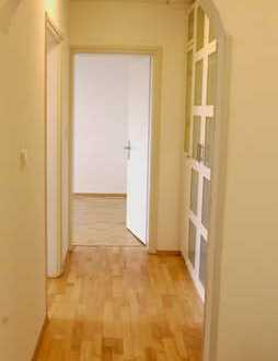 Lichtdurchflutete, frisch renovierte 3-Zimmer Wohnung