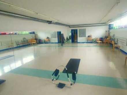 Praxis für Physiotherapie und Sport-/Fitnessraum in Zentrum von NW
