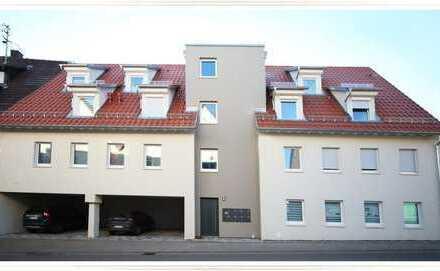 Zentrale, tolle 4,5 Zimmer-DG-Wohnung mit EBK, 3xAußenstellplätzen und Balkon zu verkaufen!