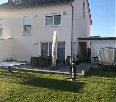 Schönes, geräumige Doppelhaushälfte mit fünf Zimmern in Ingolstadt, West
