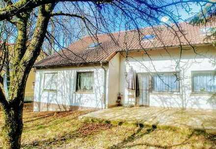 Für große Familien, Tierfreunde oder Bastler: Wohnhaus mit Scheune und Grundstück in Ebensfeld OT
