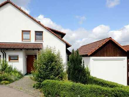 Ob zu zweit oder Familie mit Kindern - schöne, helle Doppelhaushälfte mit Garten und Garage