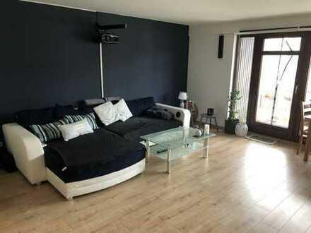 Helle 3 Zimmerwohnung in kleiner Anlage mit Balkon und TG-Stellplatz
