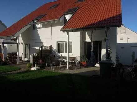 Schöne DHH mit 116m2 Wohnfläche - 5 Zimmer - 214m2 Grund - Neuwertig