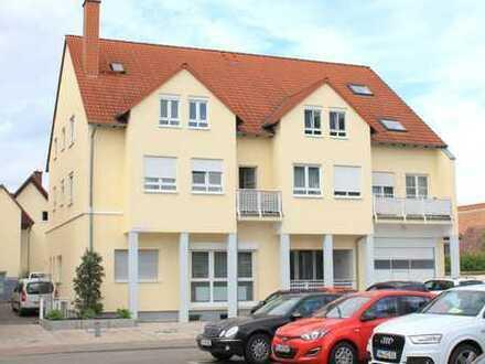 **** MITTEN IN HASSLOCH: moderne, top-renovierte Maisonette-Wohnung (3,5 ZKB / Pkw-Stellplatz)