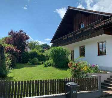 Freistehendes Einfamilienhaus mit wunderschönem Garten