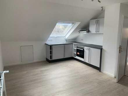Neben Deidesheim in Niederkirchen 2 Zimmer-Wohnung DG inkl. EBK