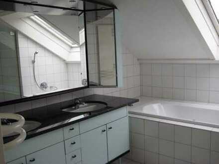Schöne 2-Zimmer-DG-Wohnung mit Balkon und Einbauküche in Gerlingen