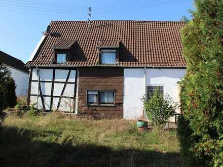 Ehemaliges Bauernhaus mit Nebengebäuden