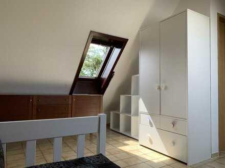 Neu renovierte 1-Zimmer-Dachgeschosswohnung in Stuttgart (Bad Cannstatt) in ruhiger Wohnlage