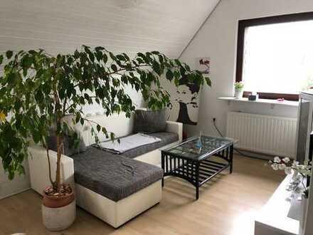 Single-Wohnung Dachgeschoss, im Grünen und verkehrsgünstig gelegen