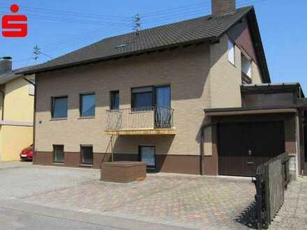Großzügig ruhig gelegenes Zweifamilienhaus in Hanhofen