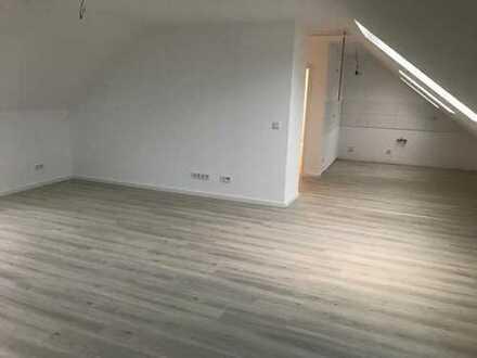 Erstbezug nach Sanierung: stilvolle 2-Zimmer-Dachgeschosswohnung mit Balkon in Köln-Porz-Grengel