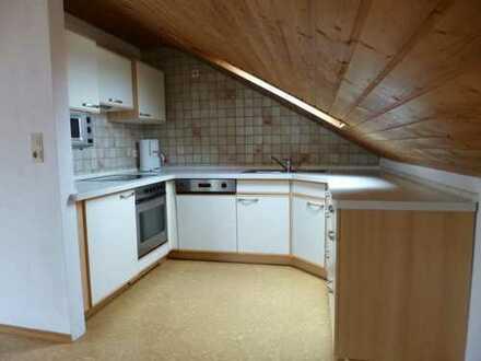 3-Zi- Dachgeschoßwohnung in einem gepflegtem Dreifamilienhaus