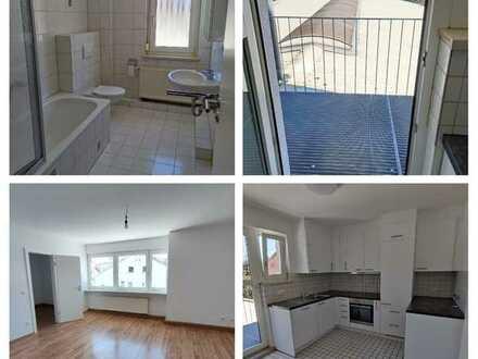 Erstbezug nach Sanierung: freundliche 4-Zimmer-Wohnung mit EBK und kleinem Balkon