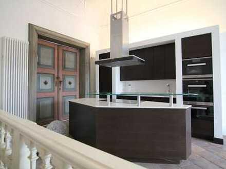 Ein Highlight in der Innenstadt: Atemberaubende 5 Zimmer Wohnung mit neu renovierten Ballsaal