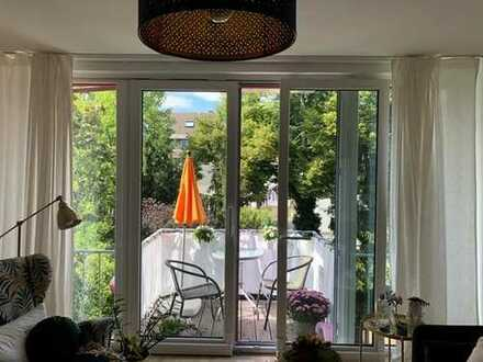 Helle und ruhige 2-Zimmer-Wohnung mit Balkon und Einbauküche in Lindenthal
