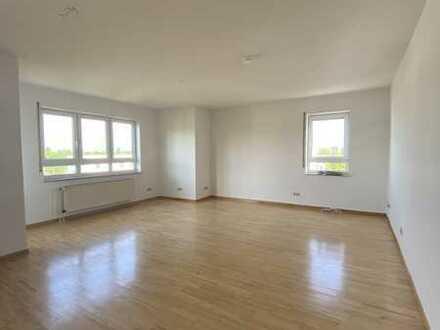 **Bockenheim mit wunderbarem Blick ins Grüne** Tolle, ruhige Wohnung mit super Schnitt und TG-Parkp