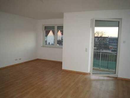 Gepflegte großzügige 2 Zimmerwohnung mit Balkon