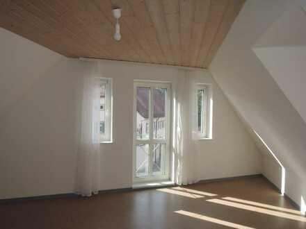 Dachgeschosswohnung im Zentrum von Höchberg!