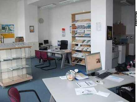 Laden, Büro- oder Praxisfläche mit großer Schauffensterfront, zentrale Lage von Altenburg/Thüringen