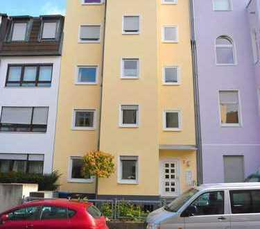 Modernisierte 3-Zimmer-Wohnung mit Balkon in Lindenthal, Köln