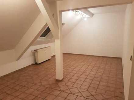 Gepflegte 2-Zimmer-DG-Wohnung zur Miete in Essen