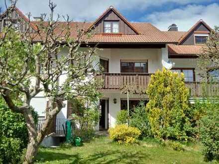 Großzügiges Reihenmittelhaus (drei Wohngeschosse!) mit Garage und schönem Grundstück
