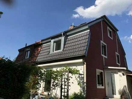 PROVISIONSFREI - Doppelhaushälfte mit viel Potenzial auf großem Grundstück