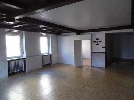 Günstige, vollständig renovierte 3,5-Zimmer-Erdgeschosswohnung mit EBK in Bruchweiler-Bärenbach