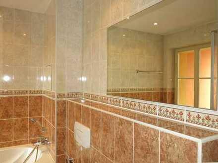 2-Zimmer-Wohnung mit Balkon, Bad mit Fenster, Wanne und Dusche!
