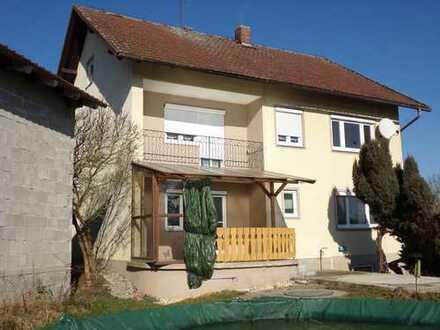 Bei Vilshofen - Absolute Alleinlage! Dreiseithof mit 5.000 m² Grund für nur € 469.000,--