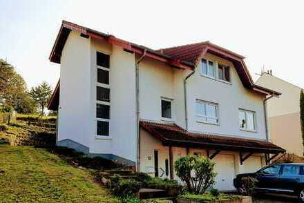 Großes Einfamilienhaus mit Doppelgarage und Garten