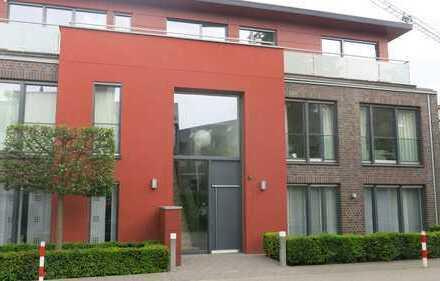 Stilvolle, neuwertige 4-Zimmer-Erdgeschosswohnung mit Balkon und Einbauküche in Münster