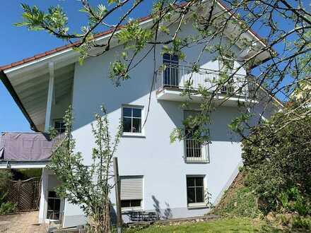 Gepflegte Doppelhaushälfte - Wohnen und Arbeiten unter einem Dach