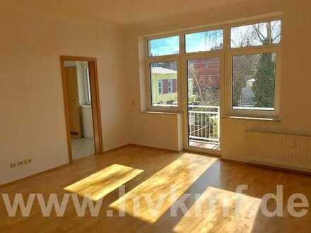 Schicke, neu renovierte 4-Zimmer-Wohnung mit Südbalkon!