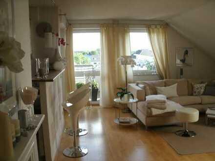 Gepflegte 2-Zimmer-DG-Wohnung mit Balkon und Einbauküche in Korschenbroich