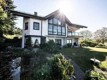 Allein die Lage und der Ausblick dieser Villa - ein wahrer Traum!