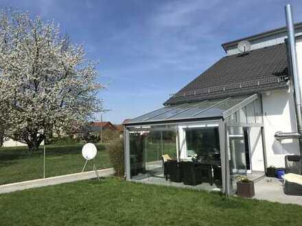 Neuwertige, großzügig dimensionierte Doppelhaushälfte in exponierte Feldrandlage in Maichingen