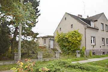Makleralleinauftrag. Sanierungs- sowie um- und ausbaufähiges Wohnhaus mit Baugenehmigung.