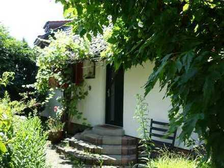 Traumhaus in HHL mit Wintergarten und idyllischem Garten/Teich, teilmöbliert