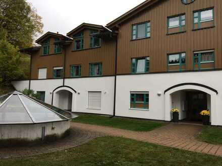 Ideal gelegene 2-Zimmer-Wohnung mit kleiner Terrasse und EBK in Oberstaufen