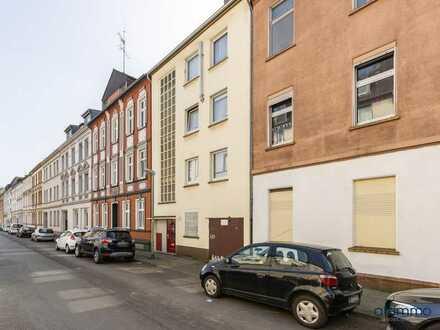 Mehrfamilienhaus mit vier Wohnungen, Balkonen und Garage als Kapitalanlage oder zur Eigennutzung