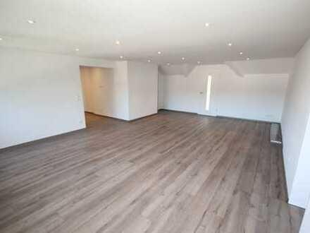 Top sanierte 3-Zimmer-Dachgeschoss-Wohnung, riesiges Wohnzimmer(ohne Balkon, eigener Garten möglich)