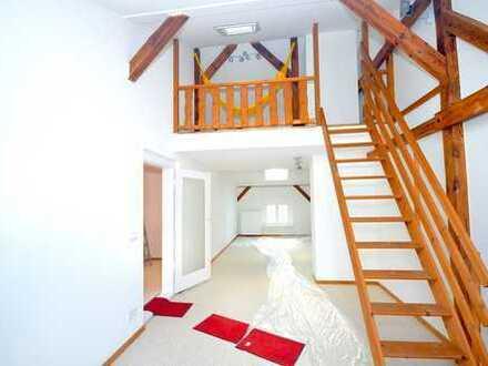 Erstbezug nach Sanierung: Provisionsfreie stilvolle 1,5-Zimmer-DG-Wohnung mit EBK in Hennigsdorf