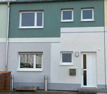 Erstbezug: schönes Reihenhaus mit sechs Zimmern in Adelsdorf, Adelsdorf