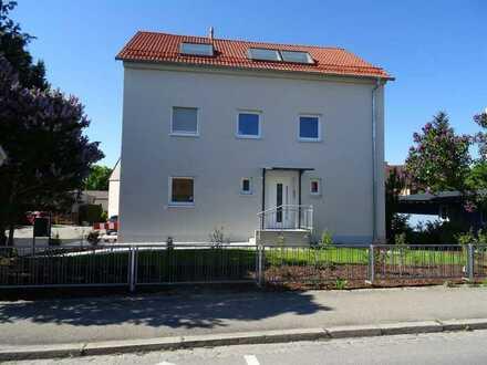 Kernsanierte (teilweise Neubau) 2-Zimmer-Wohnung mit Balkon